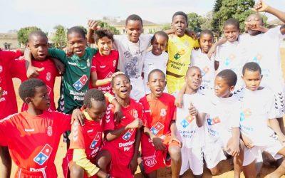 Cultural y Deportiva Leonesa y Mundo Ético donan equipación deportiva a varios equipos en Mozambique